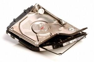 broken hard disk 300x200 Penyebab hard disk rusak